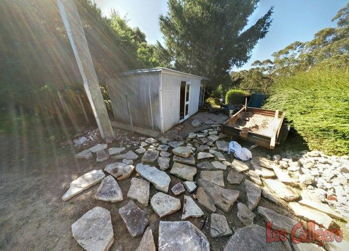 Australia (Tasmania) – Poniendo piedras en el porche.